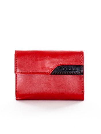 Czerwony portfel z klapką