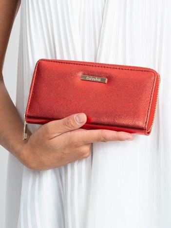 Czerwony portfel z połyskiem