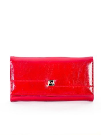 Czerwony skórzany portfel z symetrycznymi przeszyciami