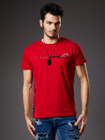 Czerwony t-shirt męski z drobnym nadrukiem