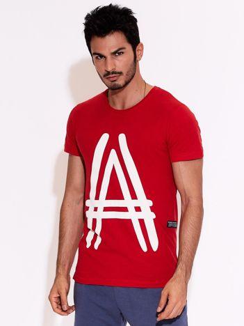 Czerwony t-shirt męski z graficznym znakiem