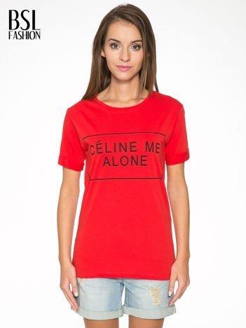 Czerwony t-shirt z napisem CÉLINE ME ALONE