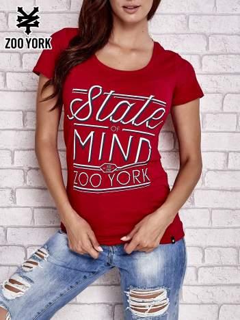 Czerwony t-shirt z napisem STATE OF MIND