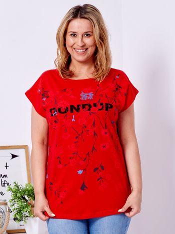 Czerwony t-shirt z printem PLUS SIZE