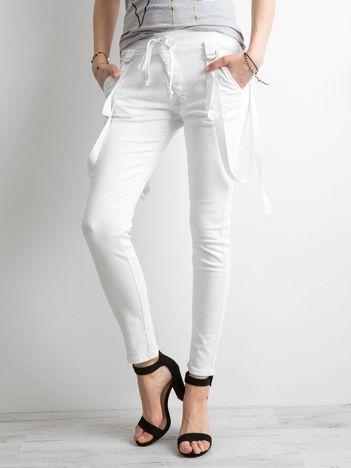 Damskie spodnie jeansowe białe