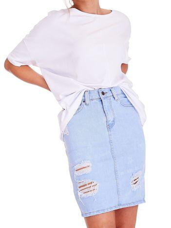 Denimowa jasnoniebieska spódnica z przetarciami