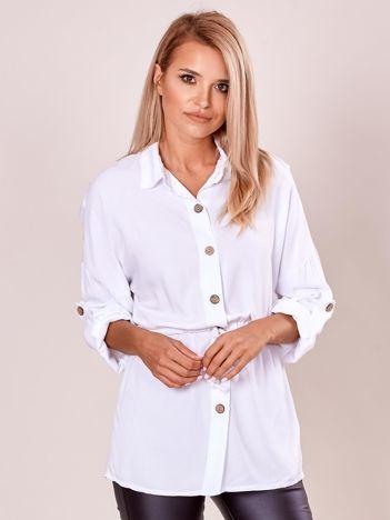 Długa biała bluzka koszulowa