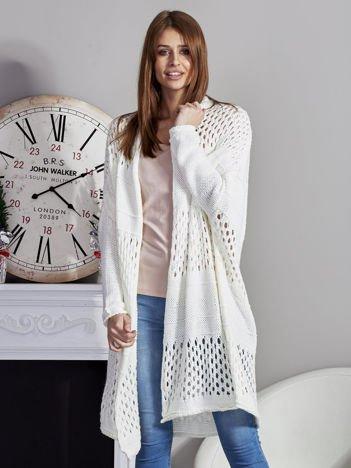 Długi ażurowany sweter ecru