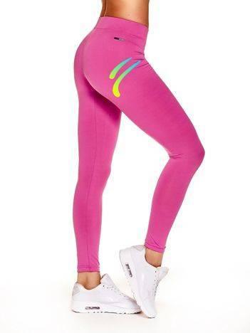 Długie legginsy sportowe z kolorowym znaczkiem ciemnoróżowe