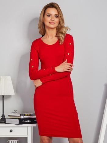 Dopasowana sukienka z oczkami na rękawach czerwona