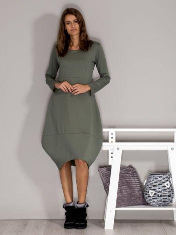 Dresowa sukienka z surowym wykończeniem khaki
