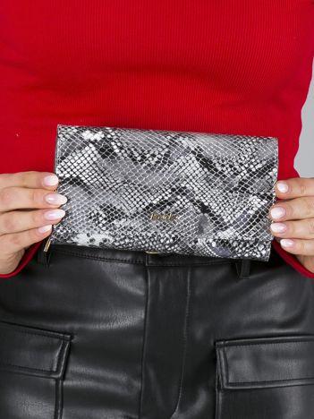 Duży srebrny portfel skórzany we wzór skóry węża