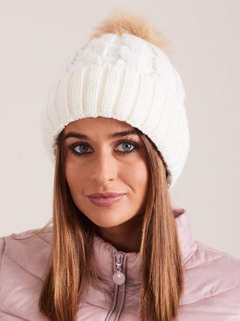 Ecru czapka damska z pomponem