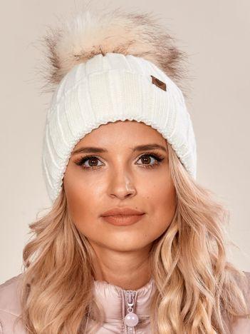 Ecru czapka zimowa z pomponem
