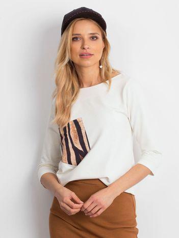 Ecru damska bluzka z kieszonką