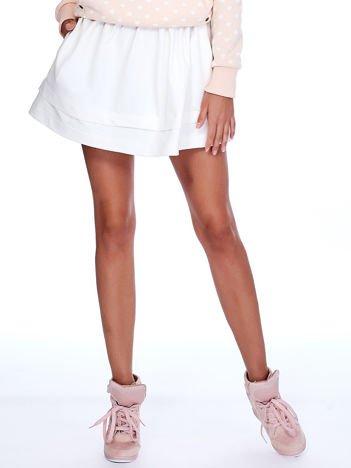 Ecru dresowa spódnica z kieszeniami