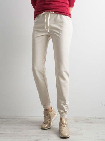 Ecru spodnie dresowe z troczkami