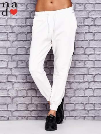 Ecru spodnie dresowe z zasuwaną kieszonką