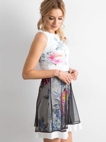 Ecru sukienka koktajlowa z tiulową spódnicą