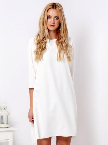 Ecru sukienka o luźnym kroju