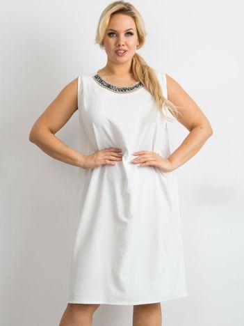 Ecru sukienka oversize z aplikacją