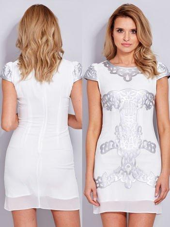 Ecru sukienka z ozdobnym skórzanym wzorem PLUS SIZE