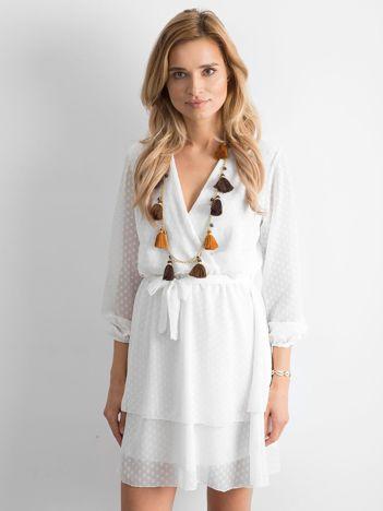 Ecru sukienka z warstwową falbaną