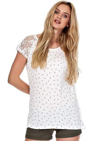 Ecru t-shirt w drobne wzory z koronkowymi rękawami