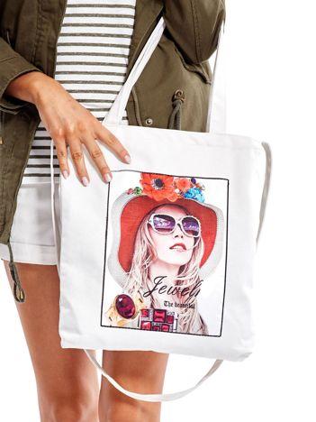 Ecru torba bawełniana z motywem kobiety i dżetami