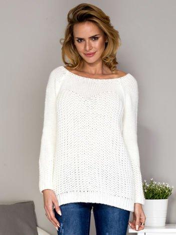 Ecru wełniany sweter o szerokim splocie