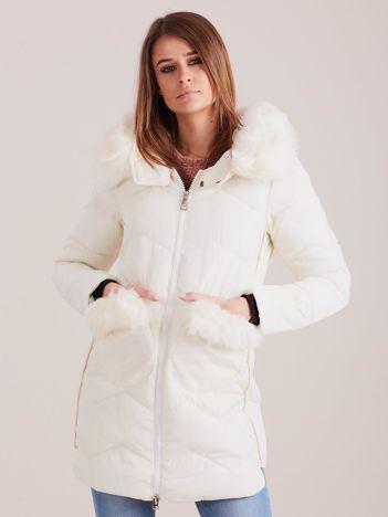 Ecru zimowa kurtka z futrzanym wykończeniem