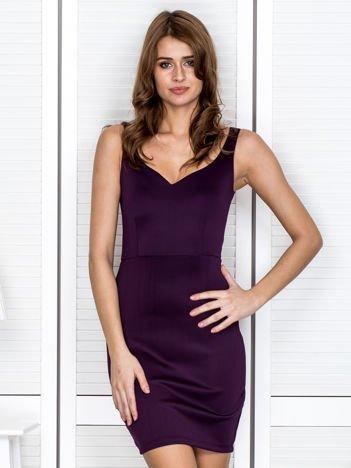 Fioletowa sukienka z dekoltem serce