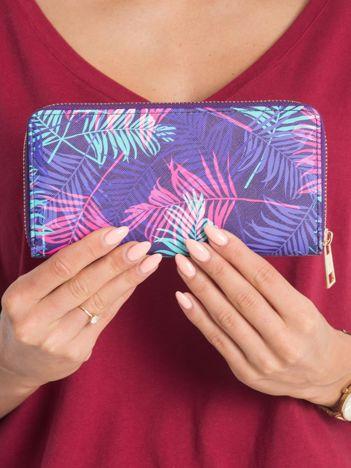 Fioletowy portfel w roślinne desenie