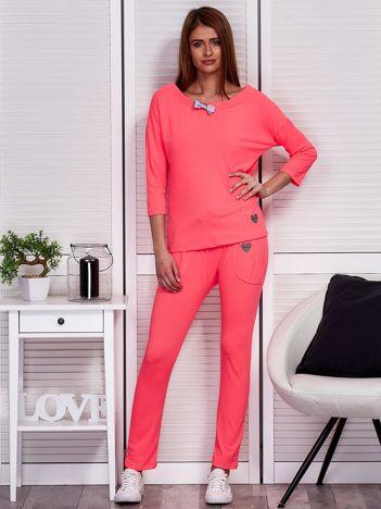 Fluo różowy komplet ze wstążką bluzka i spodnie