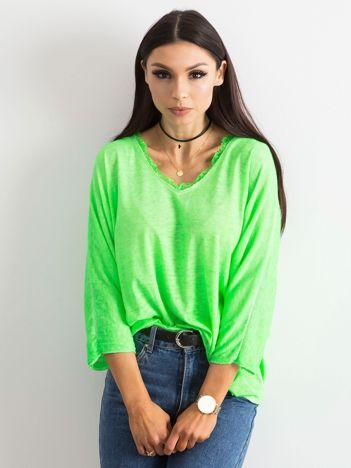 Fluo zielona bluzka z koronką przy dekolcie