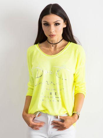Fluo żółta bluzka w serek z napisem
