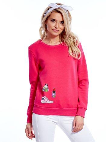 Fuksjowa bluza damska z ozdobnymi naszywkami