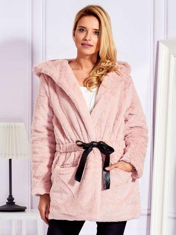 Futrzana kurtka z paskiem różowa