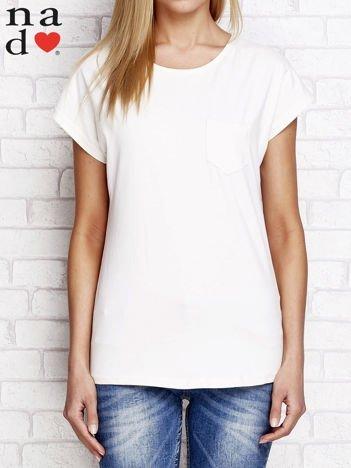 Gładki t-shirt z kieszonką brzoskwiniowy