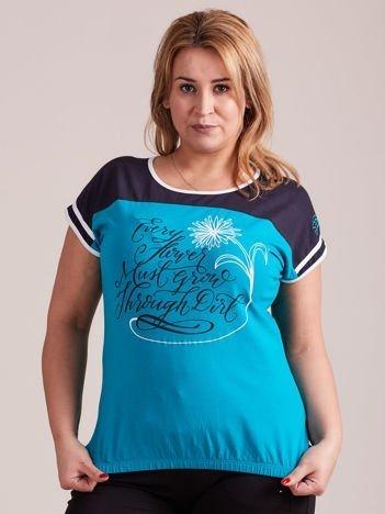 Grafitowy t-shirt z tekstowym nadrukiem PLUS SIZE