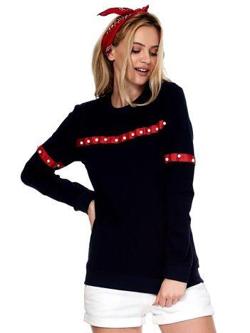 Granatowa bluza z aplikacją z perełek