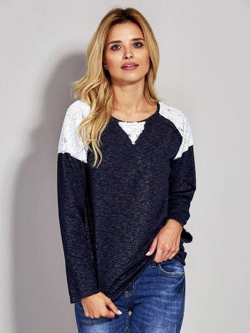 Granatowa bluza z cekinowymi wstawkami