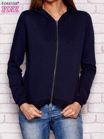 Granatowa bluza z kapturem