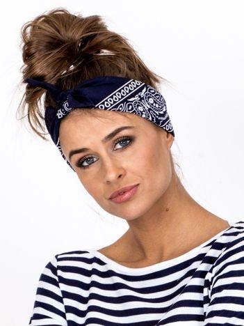 Granatowa chustka bandanka na głowę ze wzorem paisley