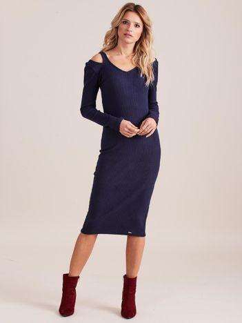 Granatowa dopasowana sukienka cold shoulder