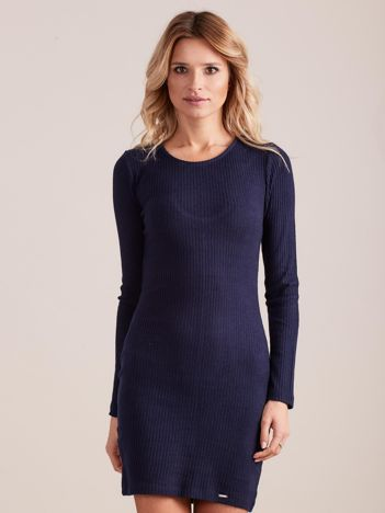 Granatowa dopasowana sukienka w prążki z ozdobnym tyłem