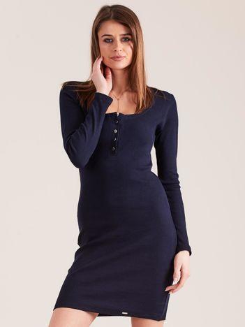Granatowa dopasowana sukienka z guzikami