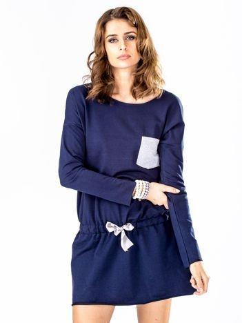 Granatowa dresowa sukienka z kieszonką