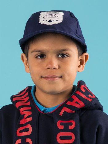 Granatowa dziecięca czapka z daszkiem i nadrukiem