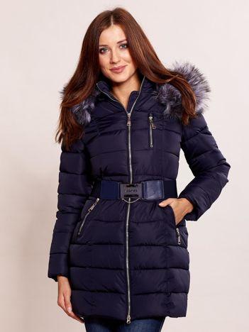 Granatowa kurtka zimowa z futrzanym kołnierzem